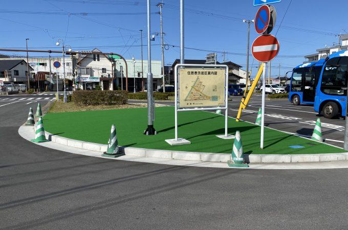 遠賀川駅前ロータリー 人工芝 緑色